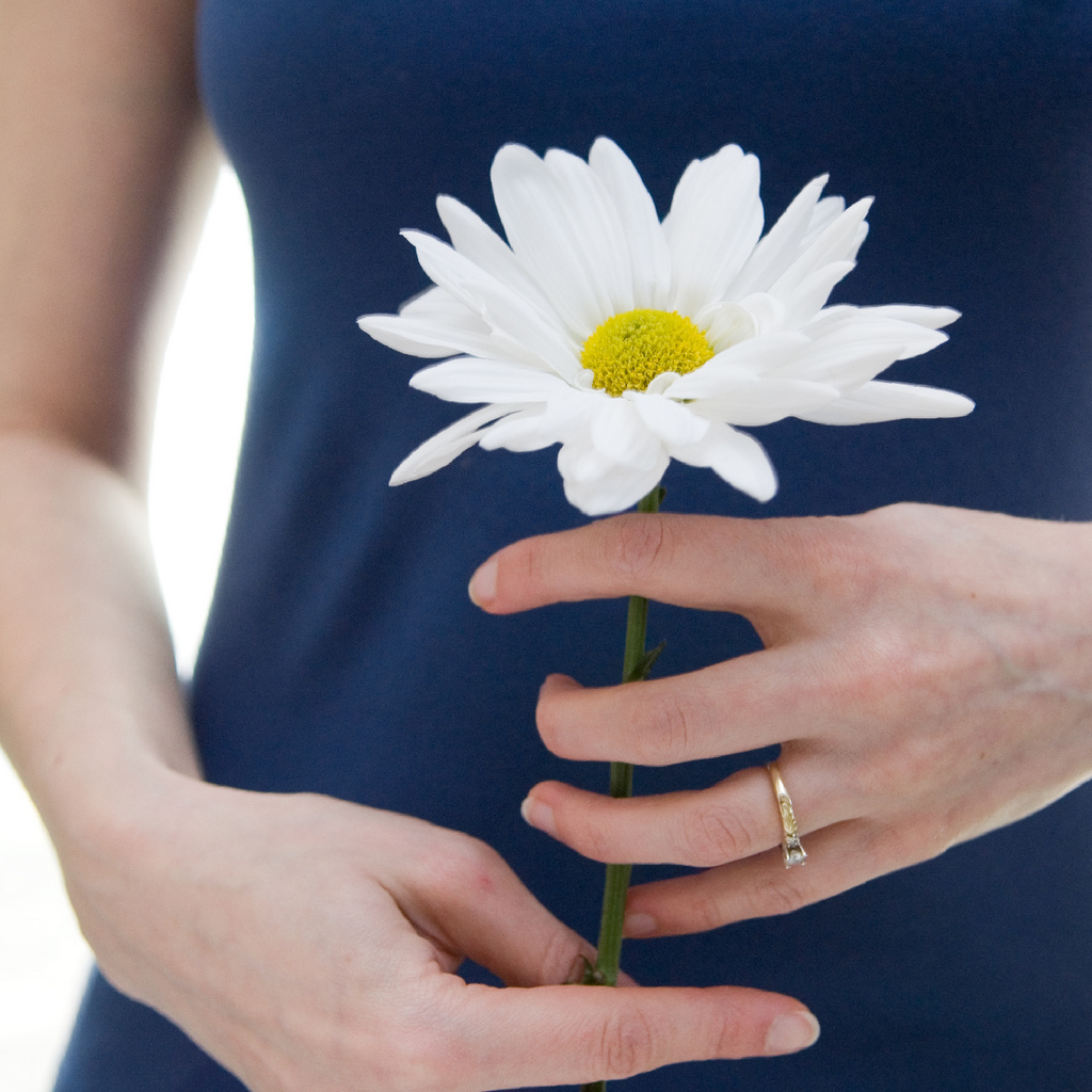 Почему при молочнице болит низ живота