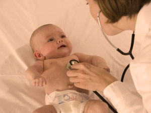 уход врача за новорождённым